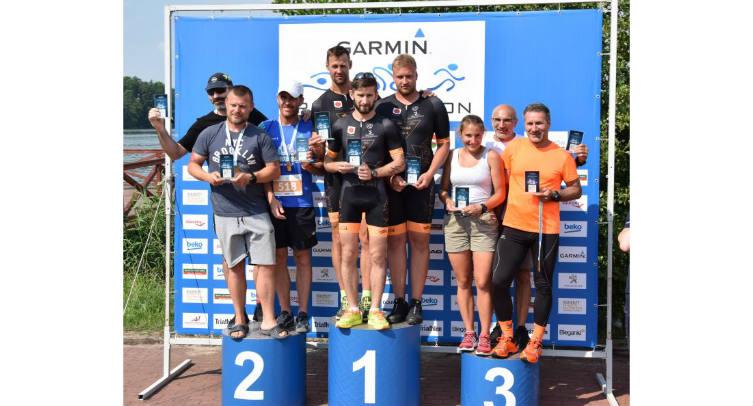 Marcin Ruciński, Piotr Grochowiak i Radosław Sosiński na najwyższym stopniu podium GARMIN IRON TRIATHLON ŚLESIN 2018 – fot. archiwum TRIBA BOSIR BARCIN