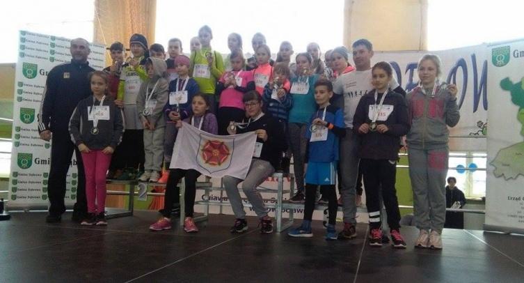 Młodzi sportowcy i opiekunowie - fot. Wioletta Jankowska